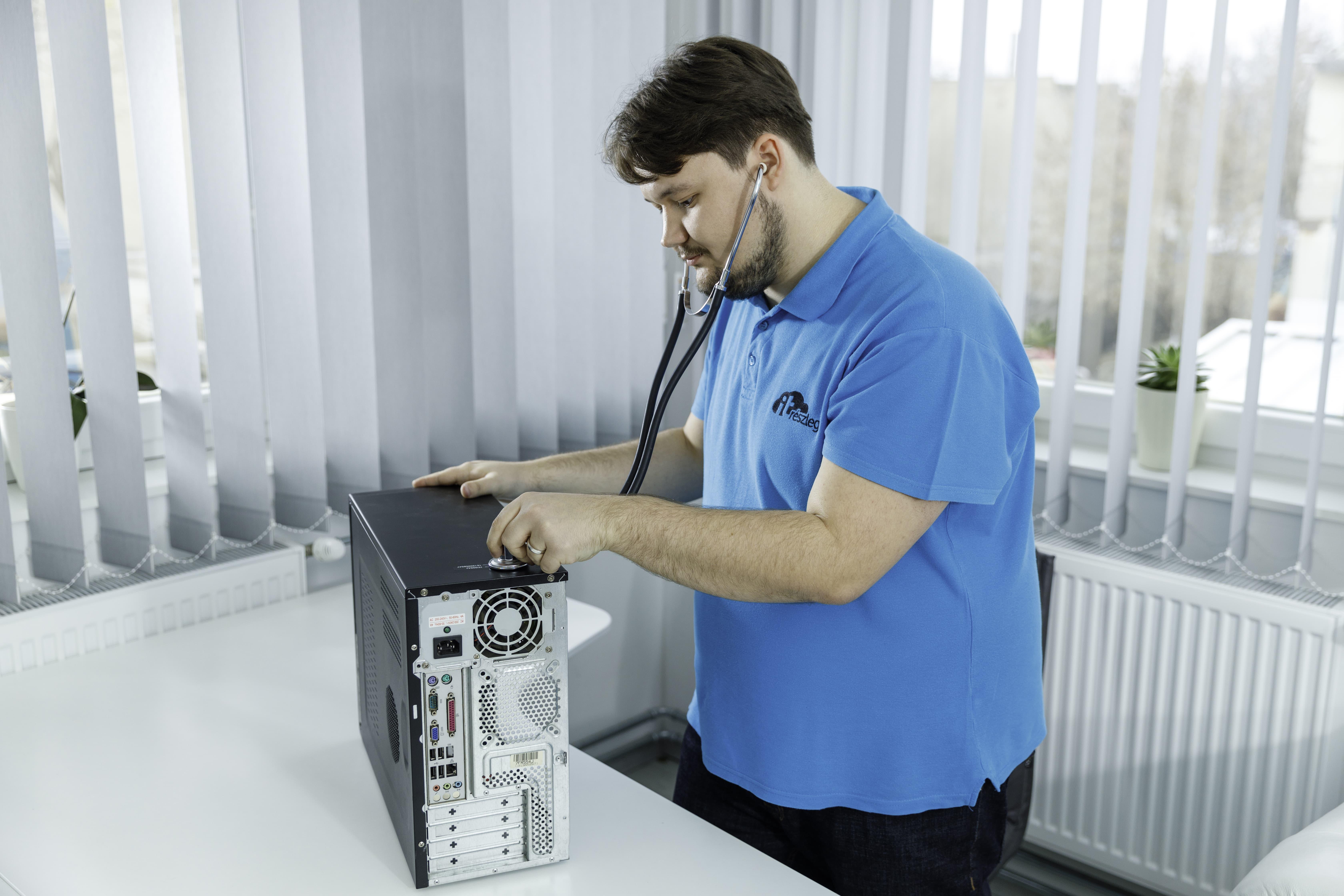 hangos számítógép, zaj, videóhívás, homeoffice, távmunka, Apple, operációs rendszer, CPU, processzor, hardver, ventillátor, teljesítmény,  informatikai eszközök, informatikai karbantartás, informatikai fejlesztés, PC, laptop, operációs rendszer, informatikai eszközök fejlesztése, tippek informatikai eszköz  karbantartáshoz