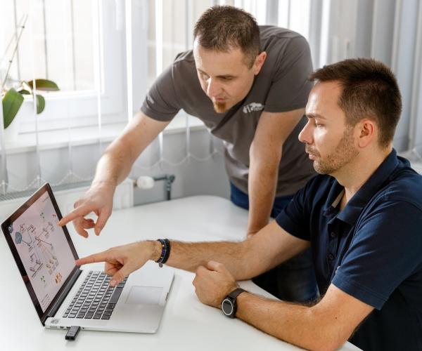 informatikai eszközök, informatikai karbantartás, informatikai állapotfelmérés, informatikai tervezés, informatikai tanácsadás, meghibásodás, elévülés, rendszeres állapotfelmérés, informatikai eszközök karbantartása